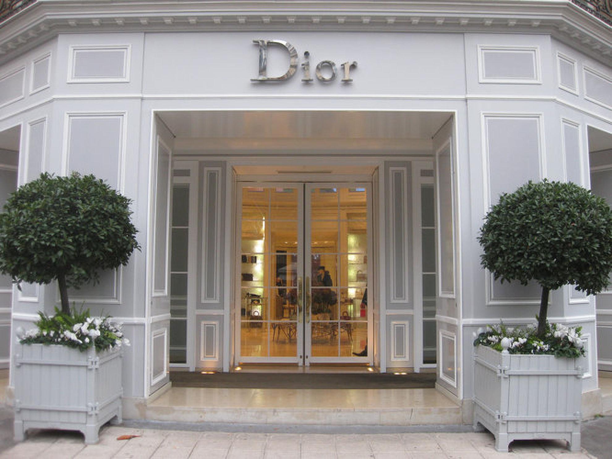 Explore Dior