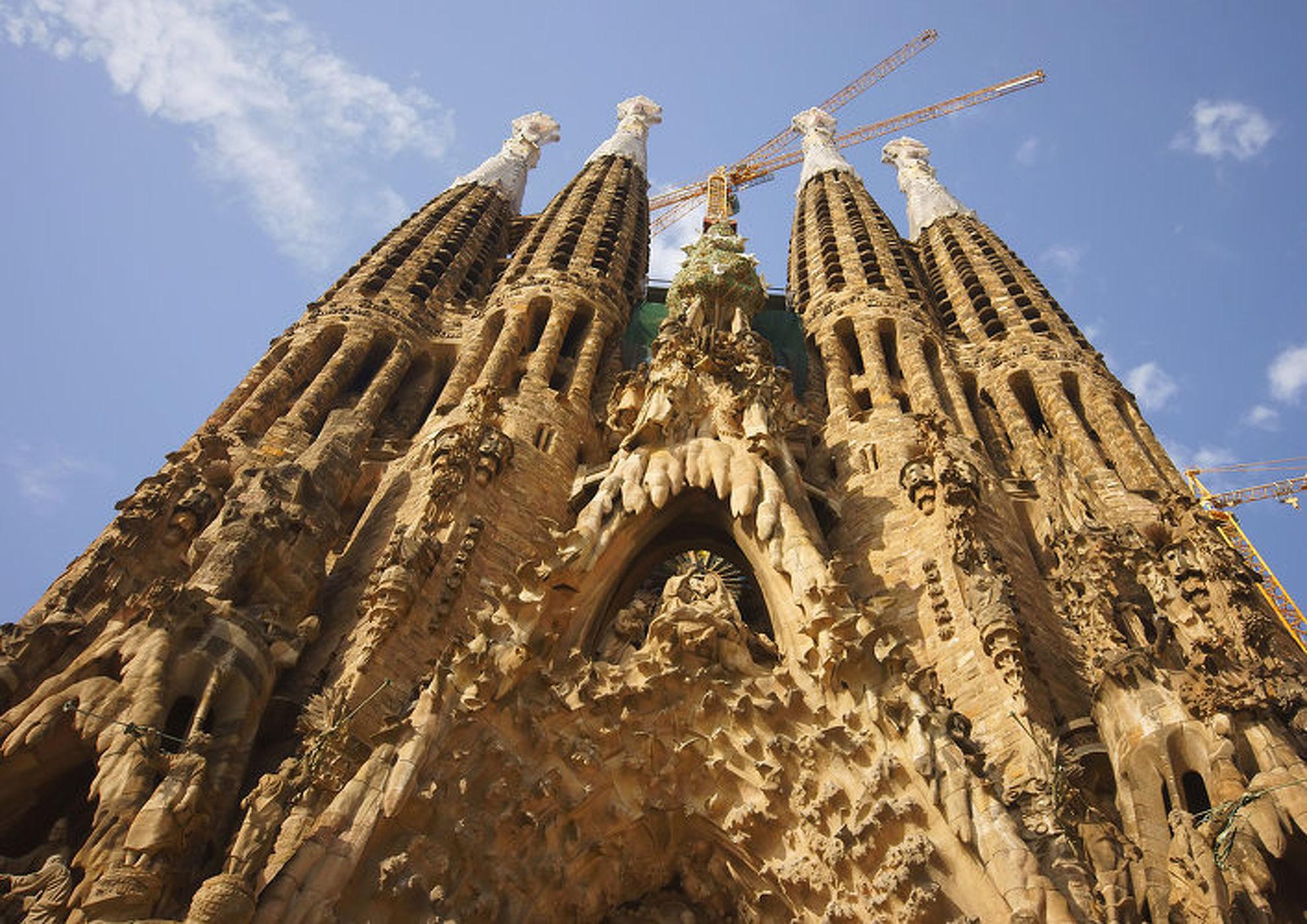 Explore La Sagrada Familia
