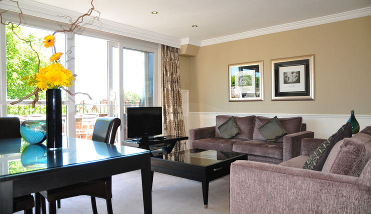 Collingham Serviced Apartments Lounge