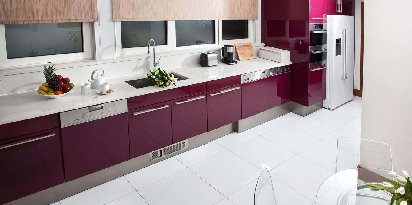 kitchens with striking colours