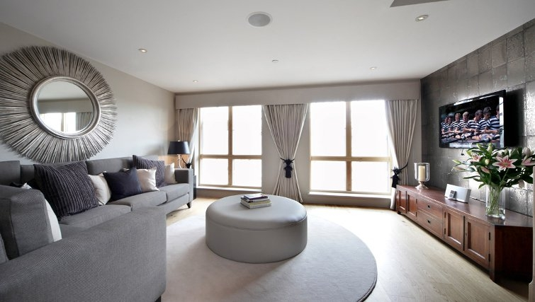 Henley Apartments - Top Living Rooms