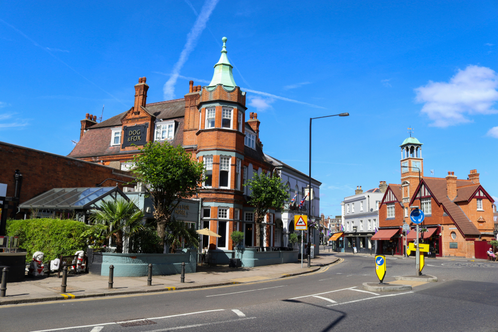 If you are wondering where to stay in London, Wimbledon is the perfect option.