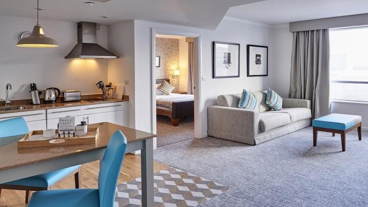 Staybridge Suites Liverpool Living/dining area