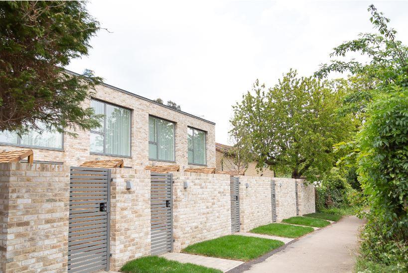 Private gates of Park House Duplex Apartments