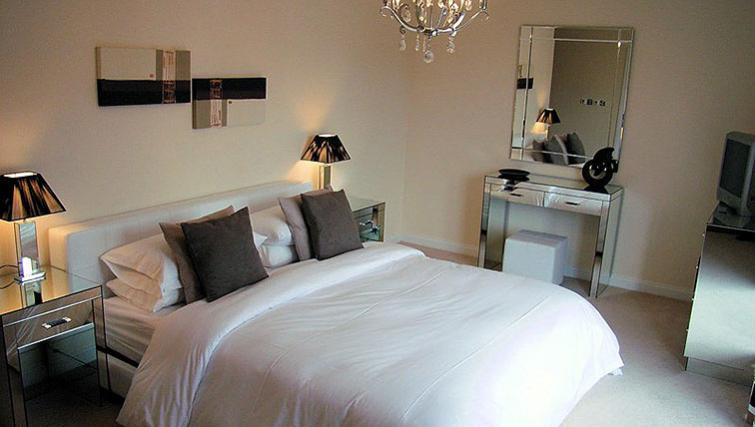 Century Wharf Apartments bed with mirror and light for night out in Cardiff