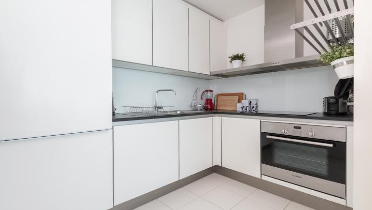 Simple and clean white cabinets int eh kitchen