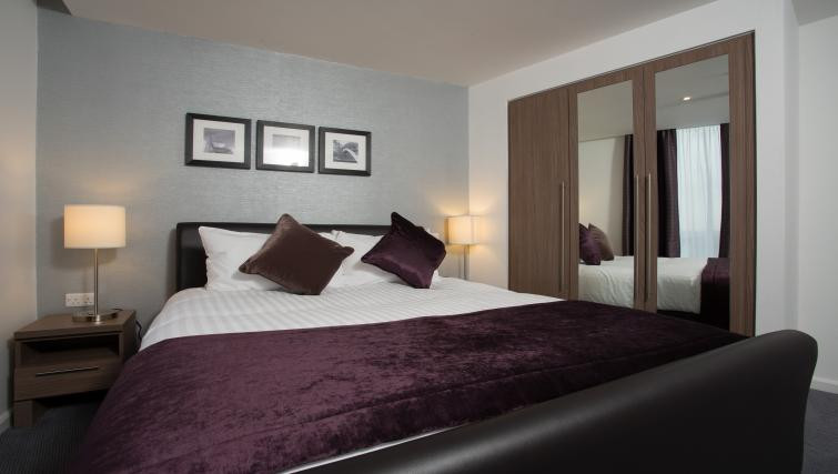 Plum colour duvet with white sheets in the bedroom