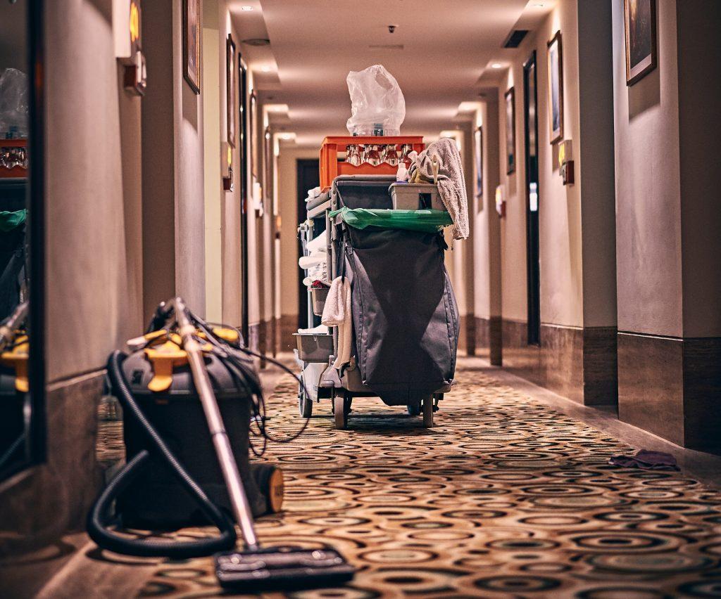 Housekeeper cleaner