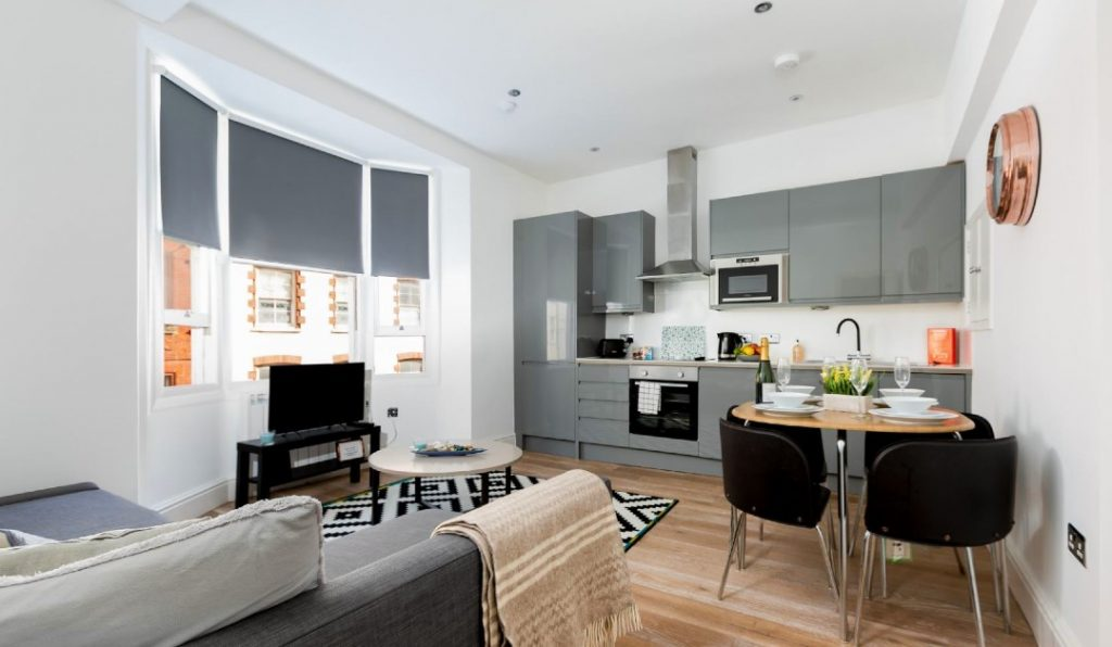 Brighton Lanes Apartments lounge and kitchen