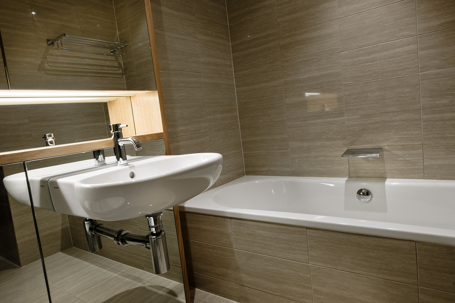 Bath at Fraser Suites Perth - Citybase Apartments