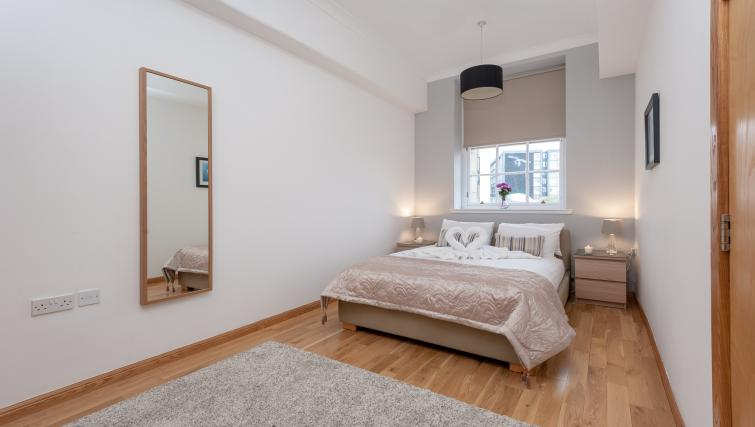 Gorgeous bedroom at College Street Apartment - Citybase Apartments
