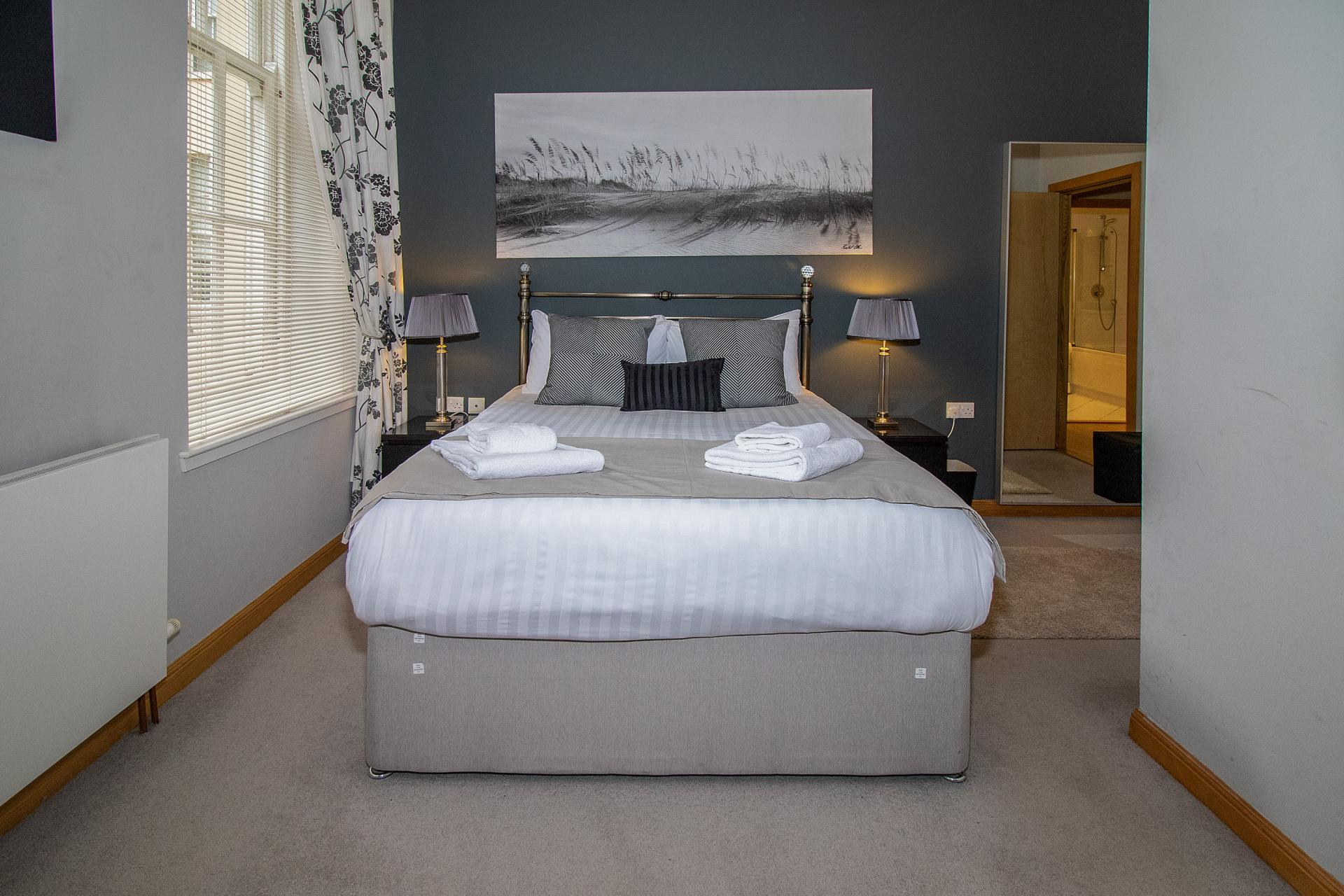 Double bed at College Street Apartment - Citybase Apartments