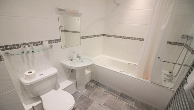 Bathoom at Norwich Street Cambridge Apartments - Citybase Apartments