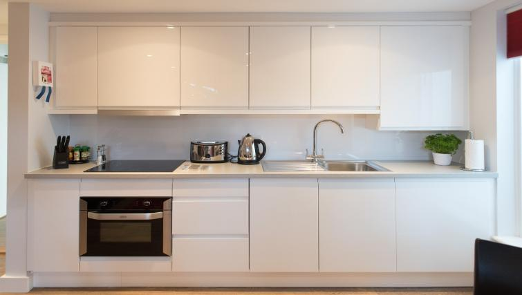 Modern kitchen at Jubilee House Apartments - Citybase Apartments