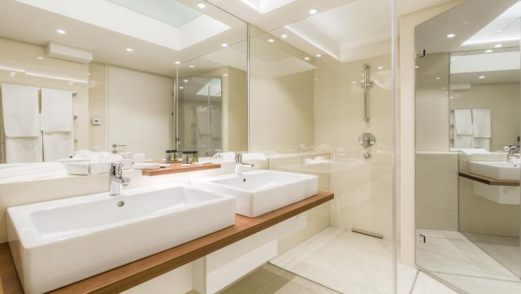 Bathroom at Vienna Grand Apartment - Citybase Apartments