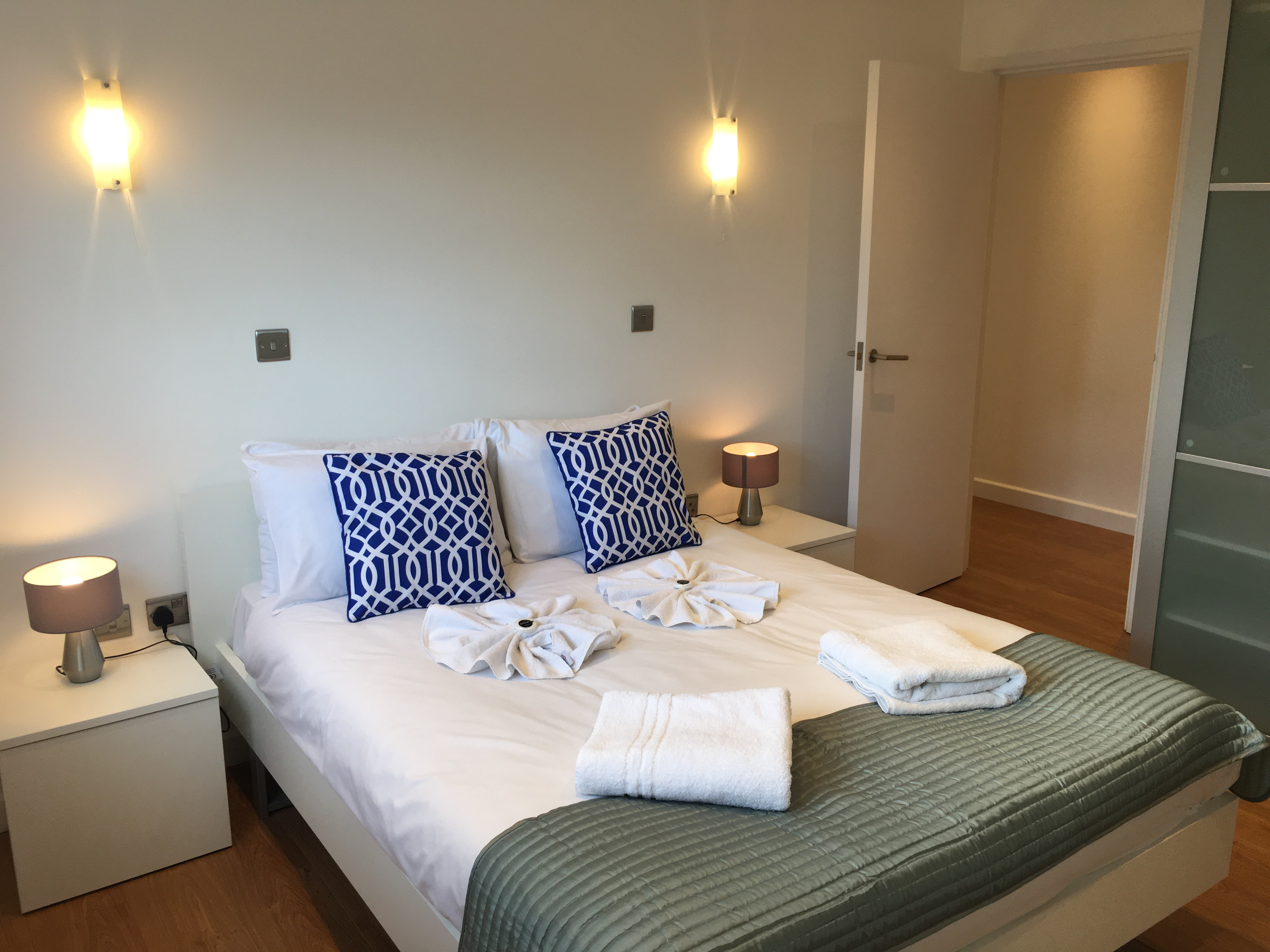 Double bed at Still Life Old Street Signature - Citybase Apartments