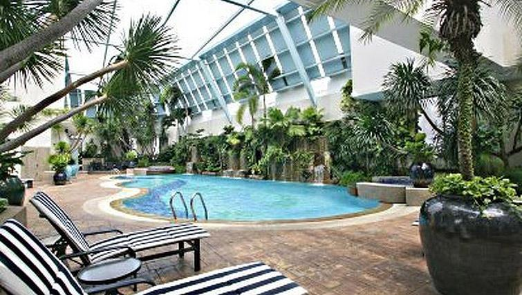 Swimming pool at Regency House Apartments, Singapore - Citybase Apartments