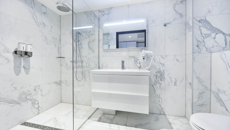 Pristine bathroom at Cityden Up Apartments, Amsterdam - Citybase Apartments