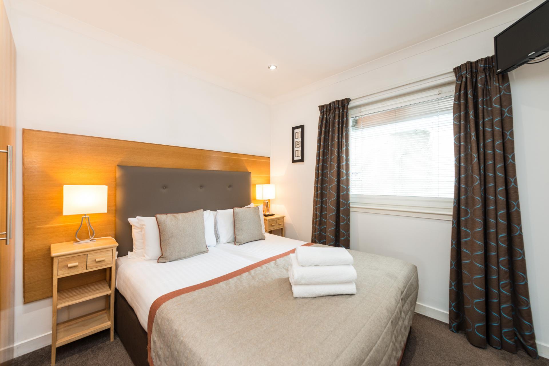 Bed at Harris Apartments - Citybase Apartments