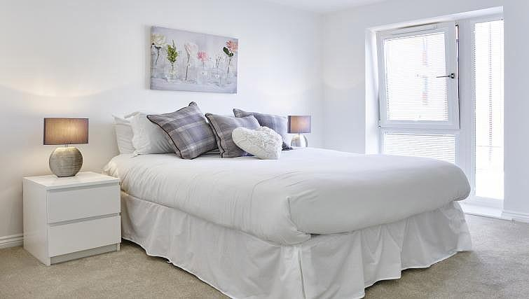 Double bed at Campbell Park Residence - Citybase Apartments