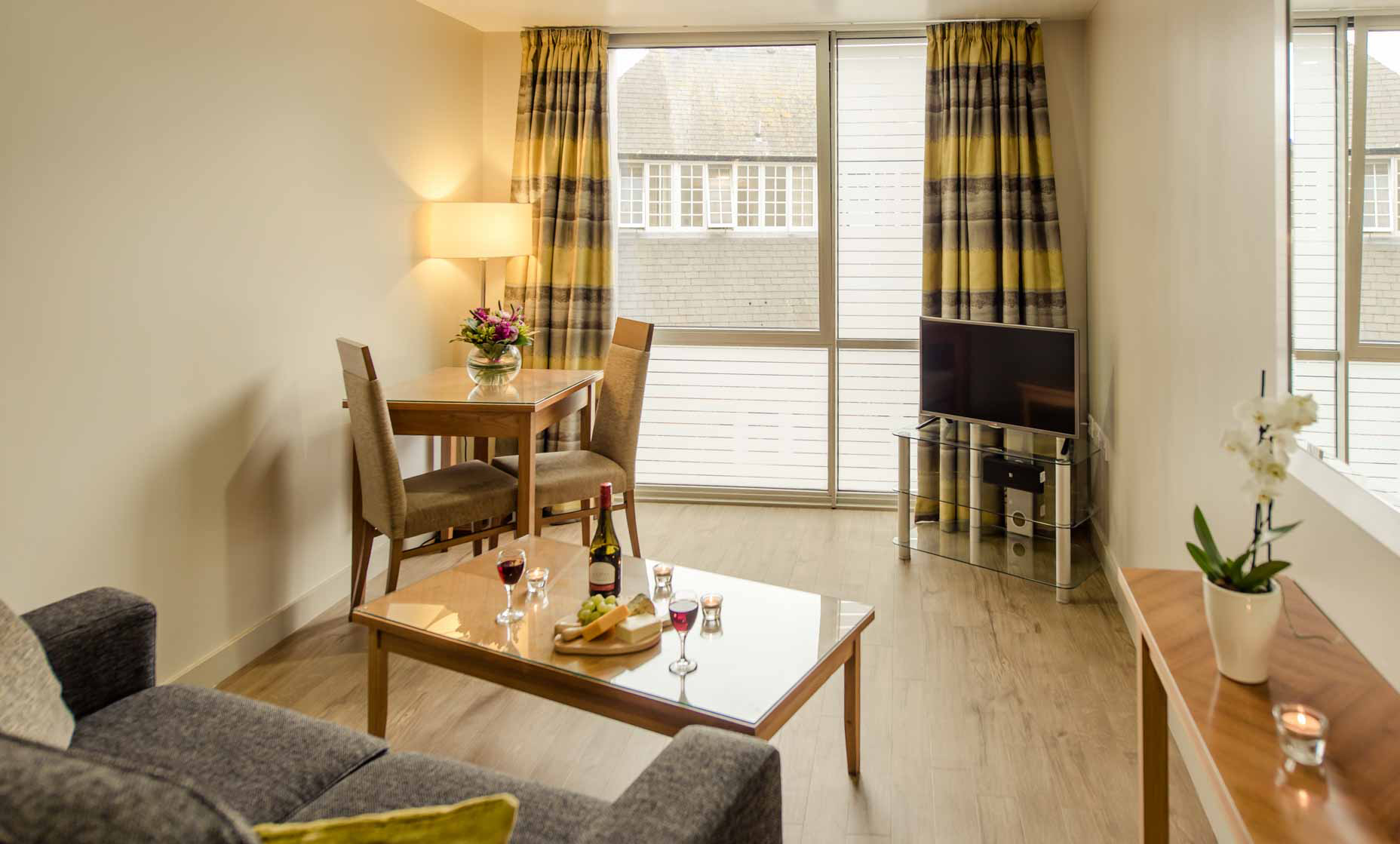 Dining area at Premier Suites Liverpool - Citybase Apartments
