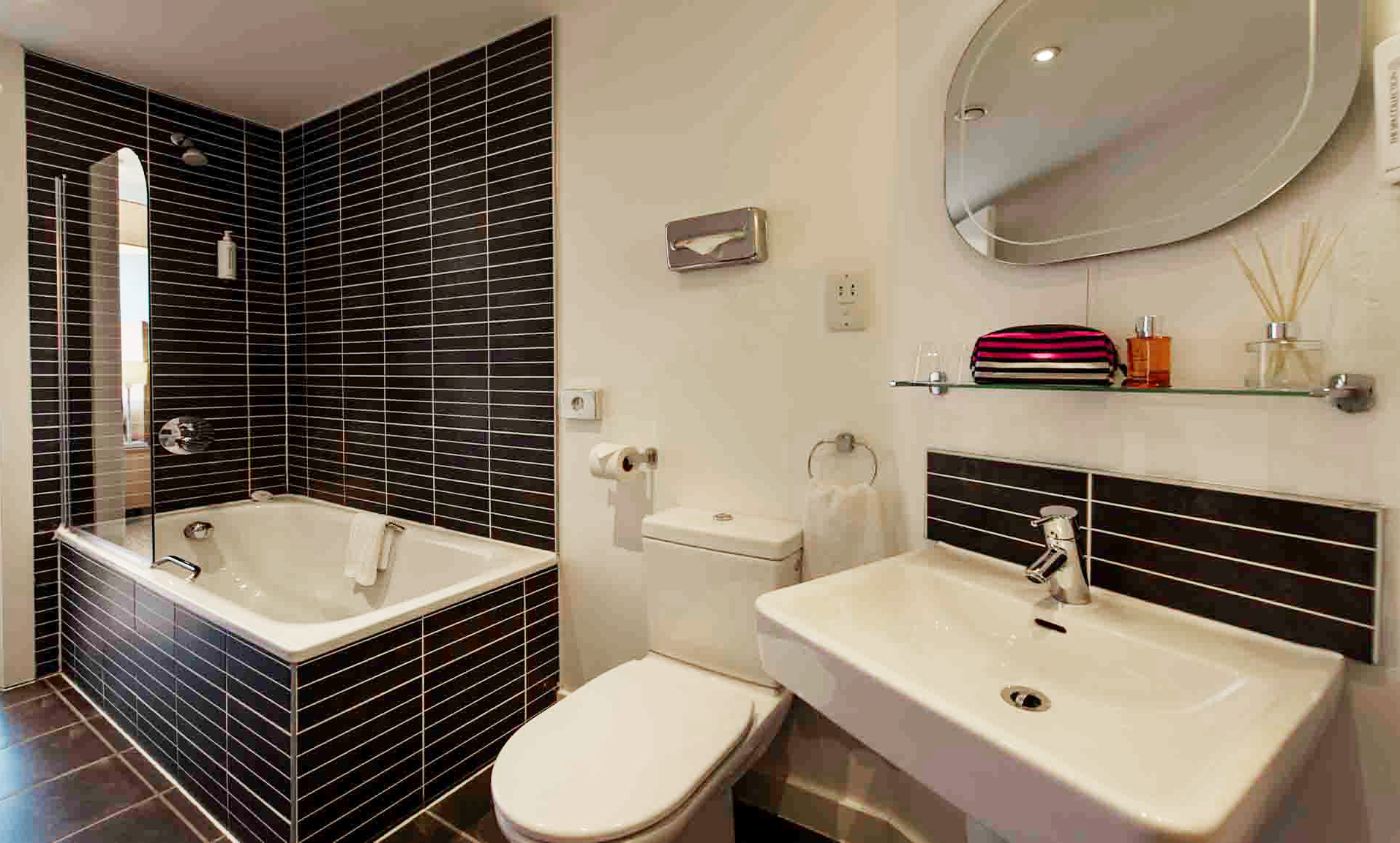 Bathroom at Premier Suites Liverpool - Citybase Apartments