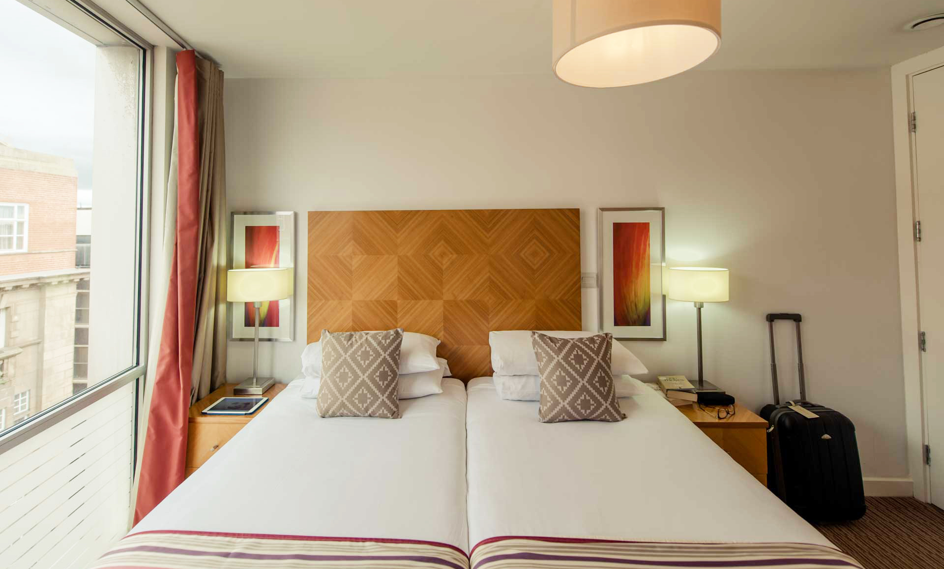 Twin bed at Premier Suites Liverpool - Citybase Apartments
