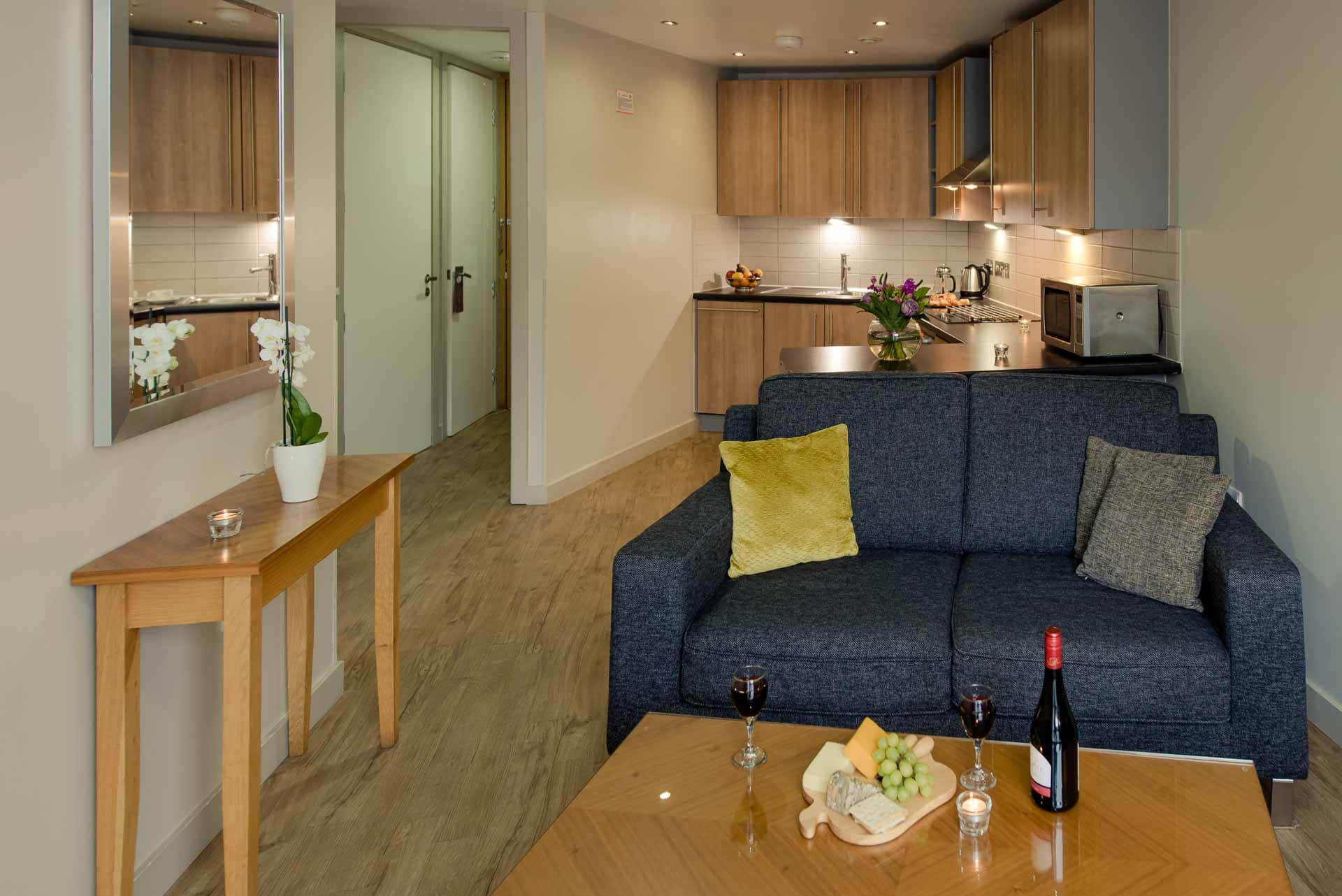 Living area at Premier Suites Liverpool, Centre, Liverpool - Citybase Apartments