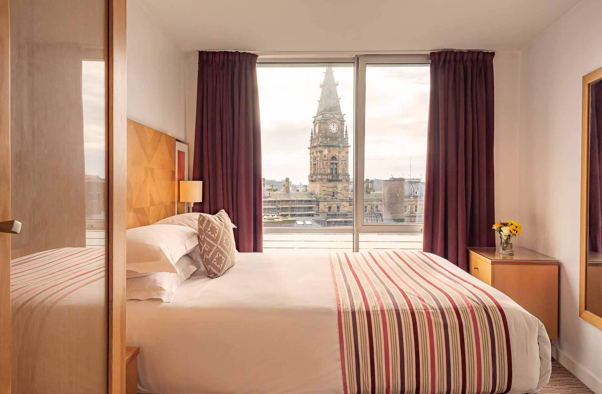Bright bed at Premier Suites Liverpool, Centre, Liverpool - Citybase Apartments