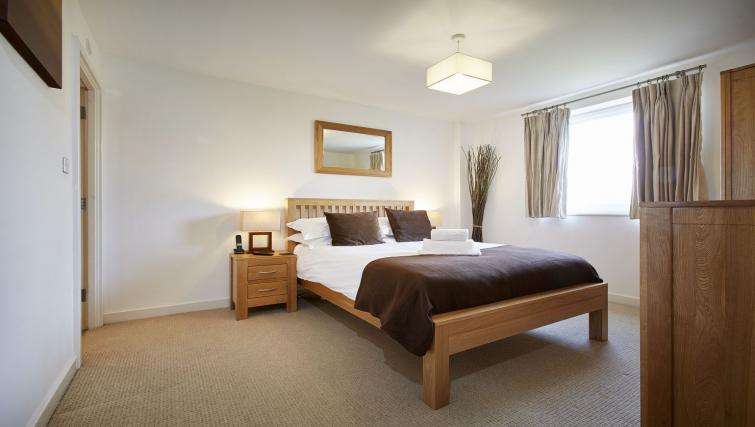 Bed at Riverbank Point Apartments - Citybase Apartments