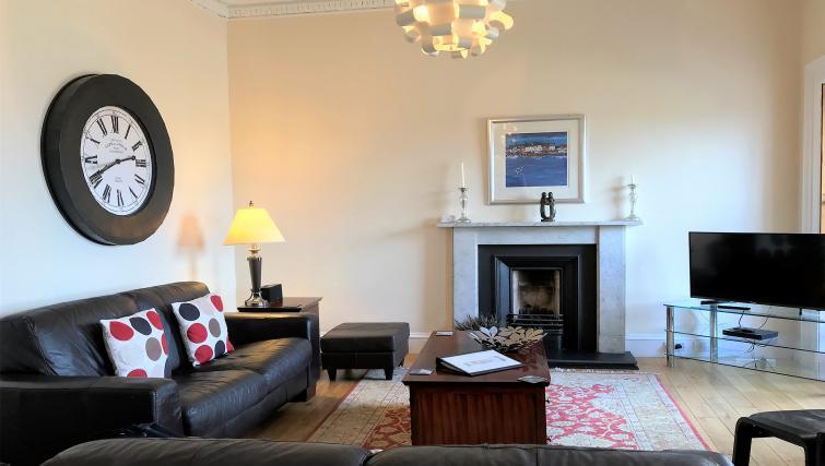Spacious lounge at Crown Circus Apartment - Citybase Apartments