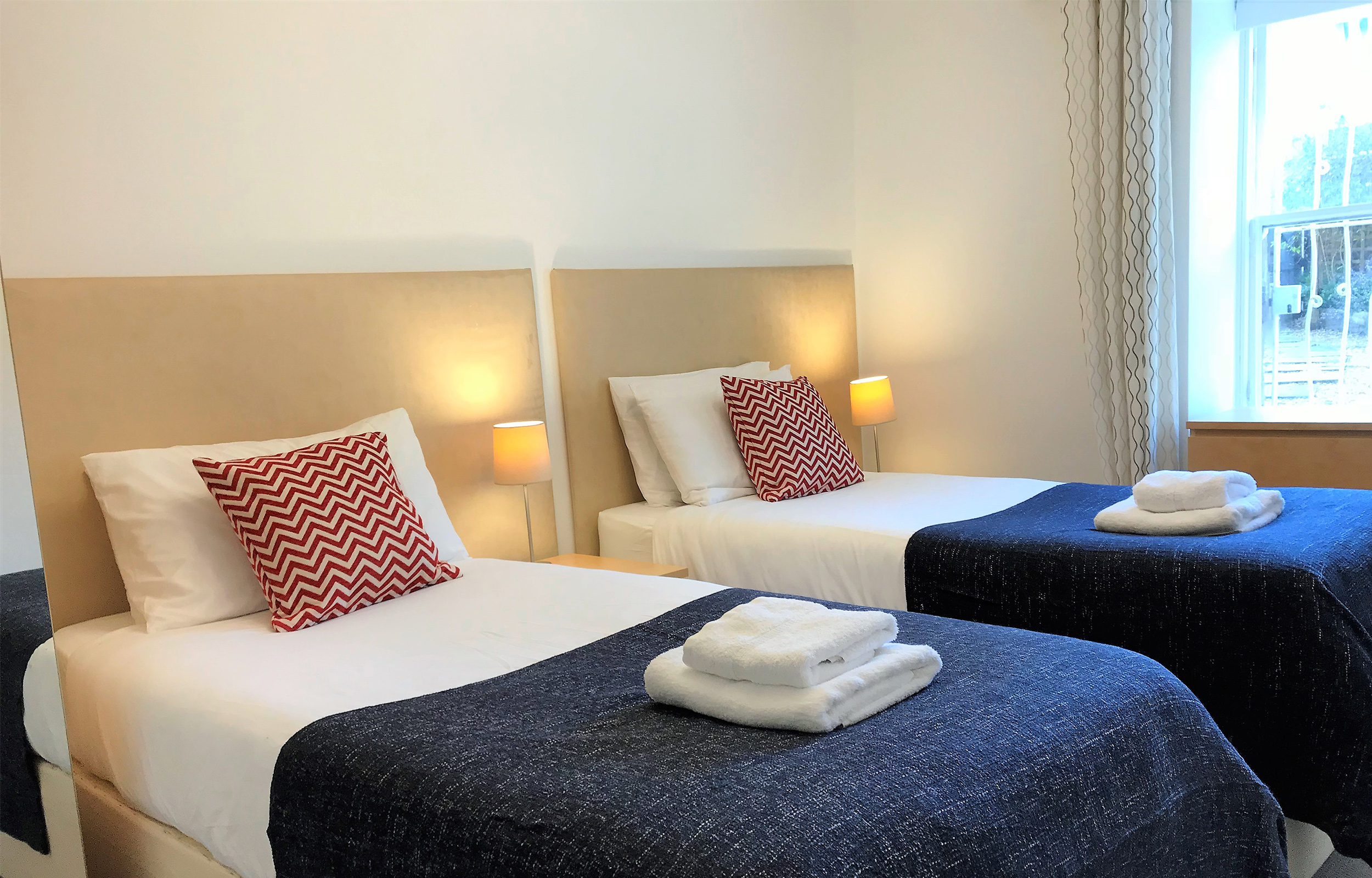 Twin beds at Lansdowne Garden Apartments - Citybase Apartments