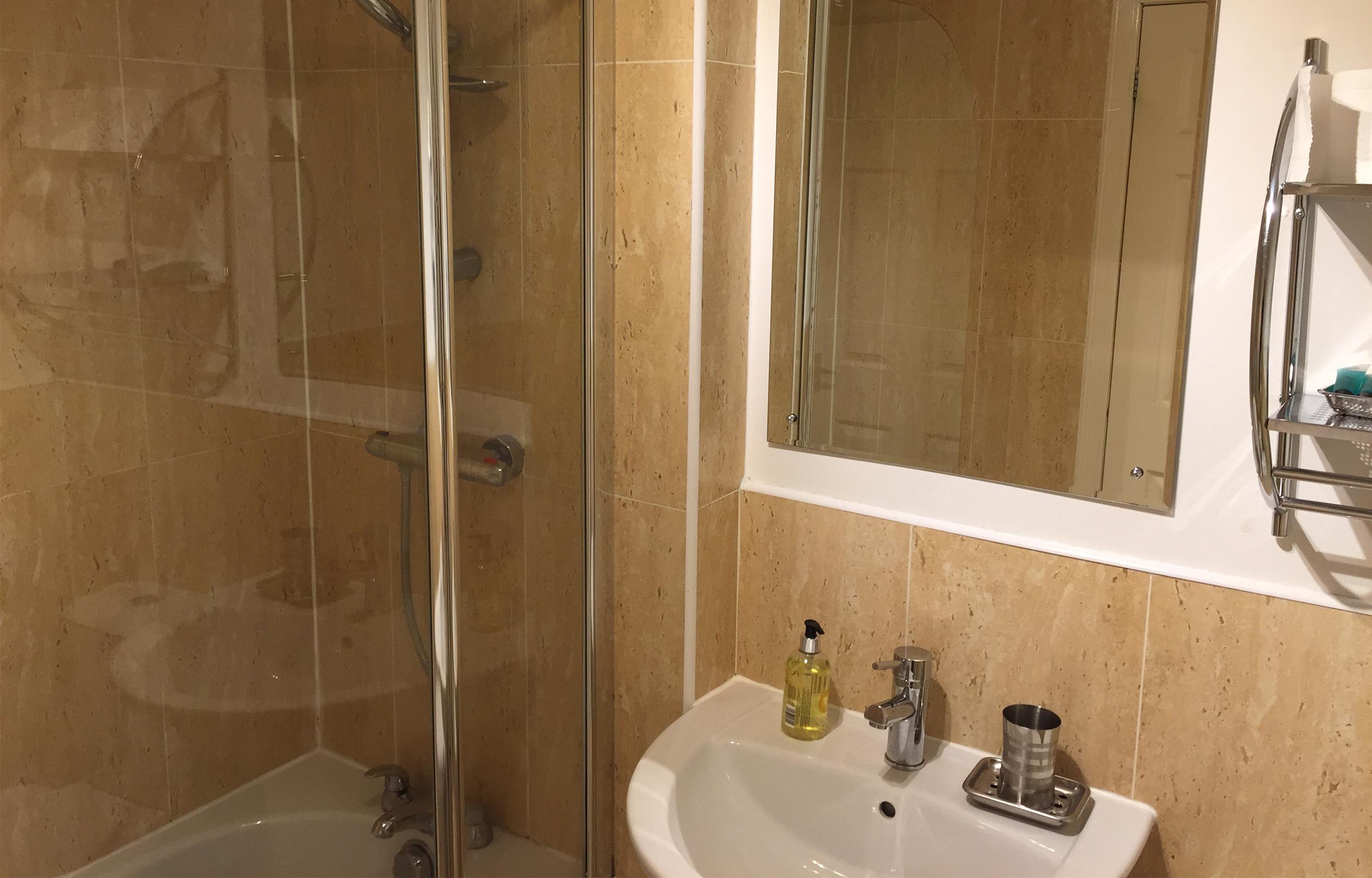 Shower at Lansdowne Garden Apartment - Citybase Apartments