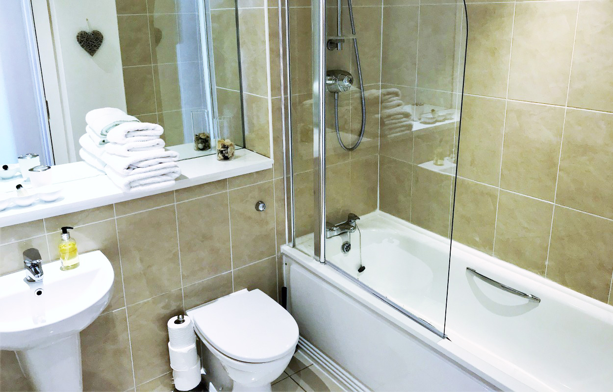 Pristine bathroom at Virginia Galleries Apartment - Citybase Apartments