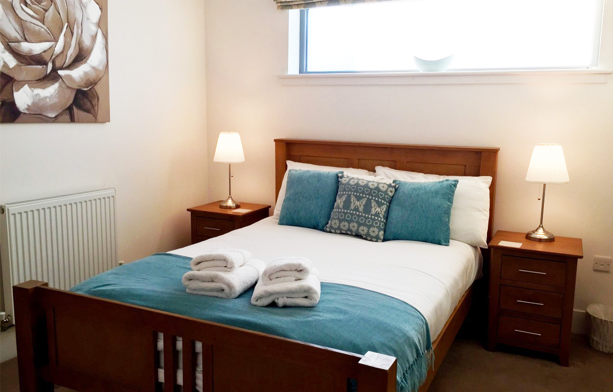 Double bed at Virginia Galleries Apartment - Citybase Apartments