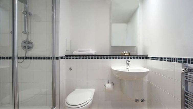 Sleek bathroom in Stratford Apartments - Citybase Apartments