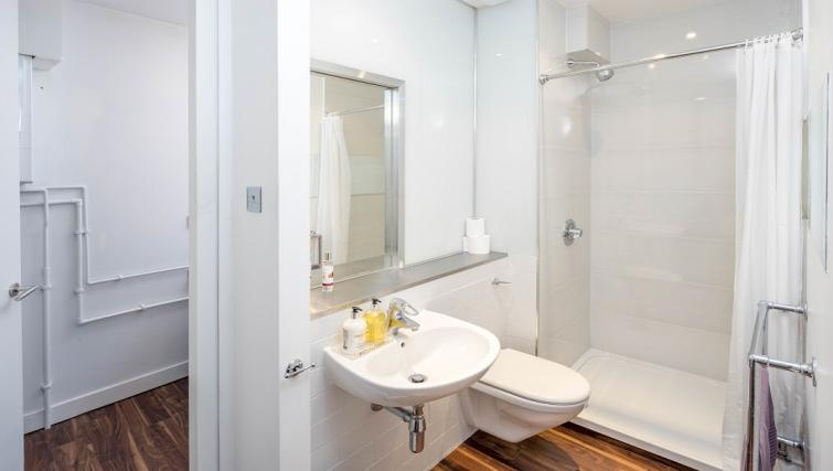 Shower at Still Life Clerkenwell Deluxe - Goswell - Citybase Apartments