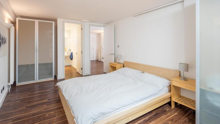 Bed at Still Life Clerkenwell Deluxe - Goswell - Citybase Apartments