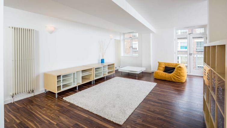 Spacious living area at Still Life Clerkenwell Deluxe - Goswell - Citybase Apartments