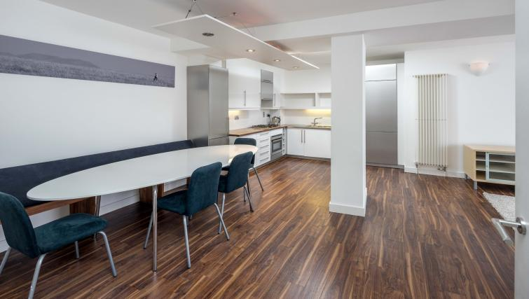 Dining table at Still Life Clerkenwell Deluxe - Goswell - Citybase Apartments