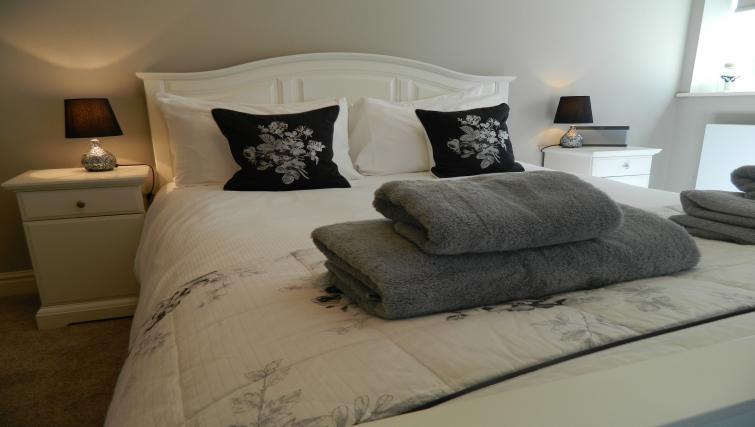 Bed at Birchover Bridgford Hall Apartments - Citybase Apartments