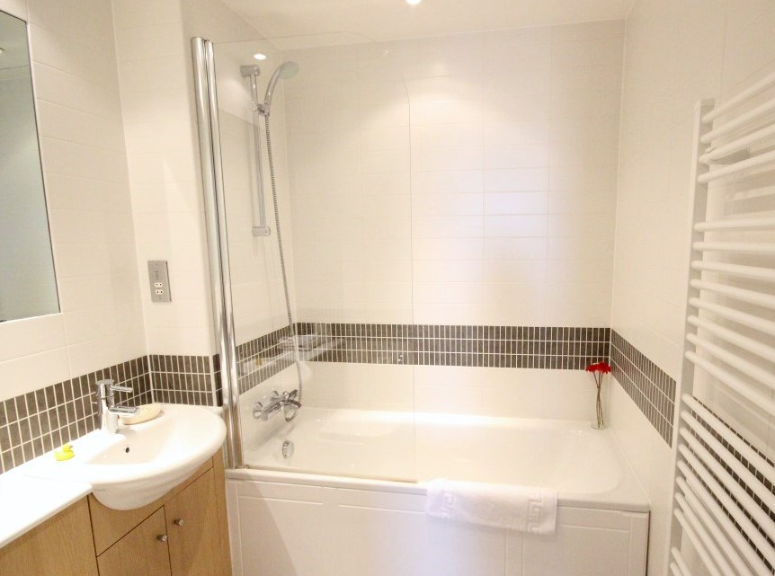 Bathroom at Cotels Vizion Apartments, Centre, Milton Keynes - Citybase Apartments