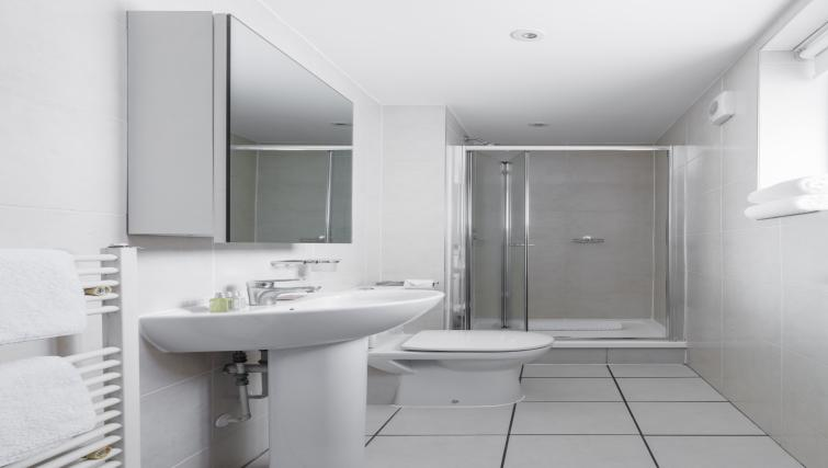 Bathroom at the SACO Holborn - Lamb's Conduit Street - Citybase Apartments