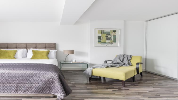 Bedroom area at the SACO Holborn - Lamb's Conduit Street - Citybase Apartments