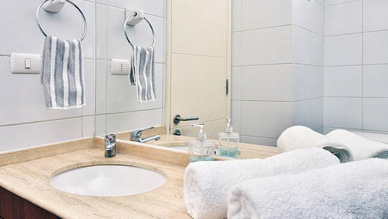 Pristine bathroom at VIP Apartments Chile - Citybase Apartments