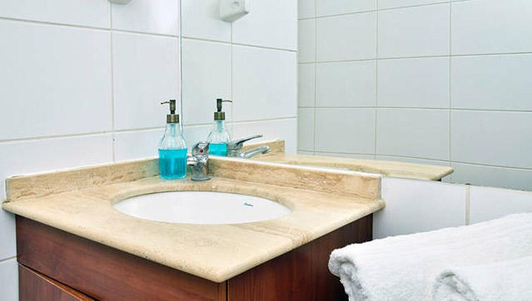 Sink at VIP Apartments Chile - Citybase Apartments