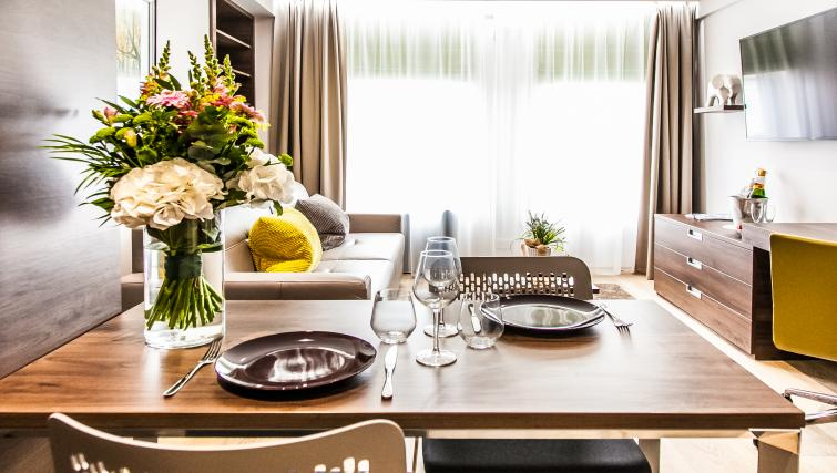 Dining space at the Hampton Suites Apartments - Citybase Apartments