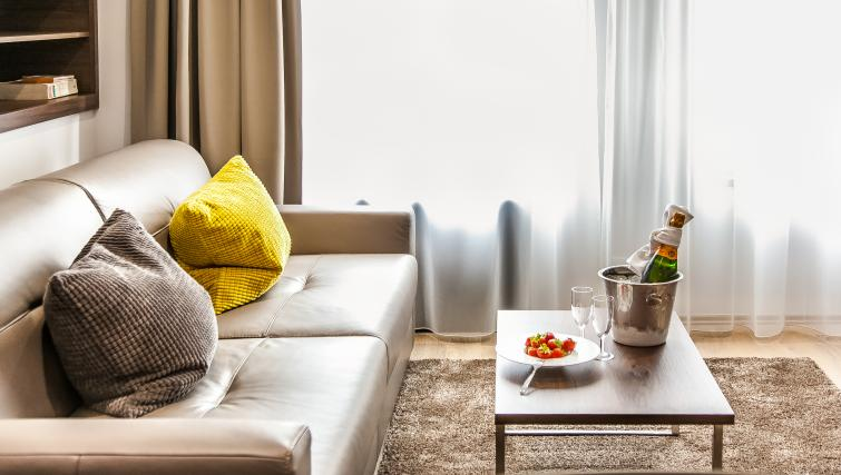 Furnishings at the Hampton Suites Apartments - Citybase Apartments