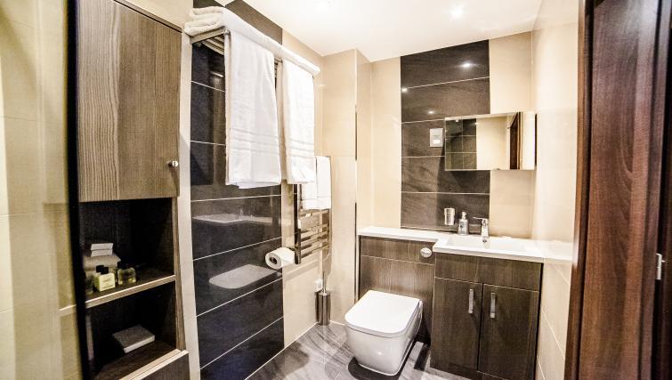 Bathroom at the Hampton Suites Apartments - Citybase Apartments