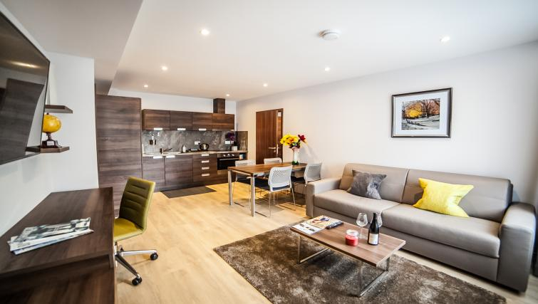 Living space at the Hampton Suites Apartments - Citybase Apartments